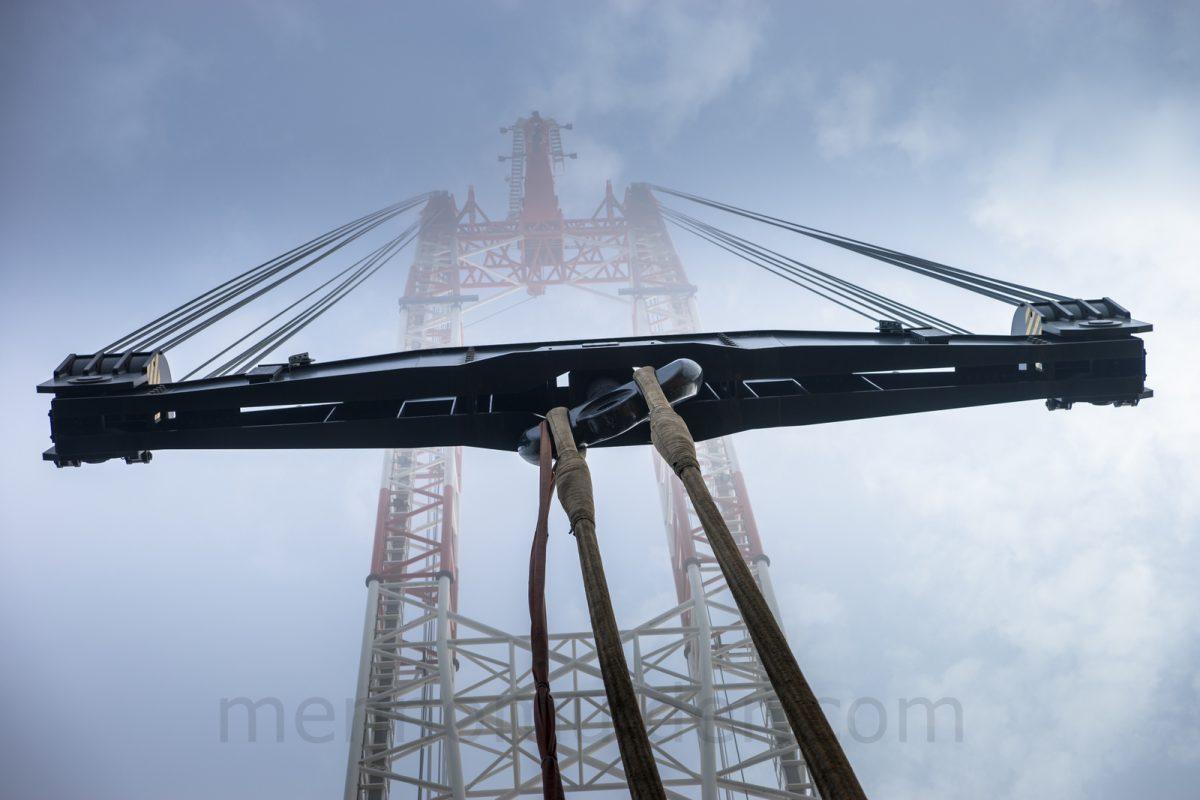 Heavy lift crane