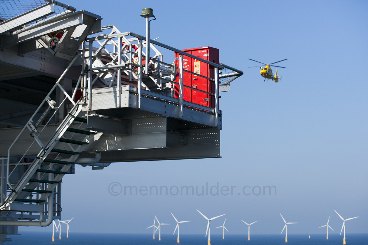 Helicopter arriving at vessel Vole au Vent